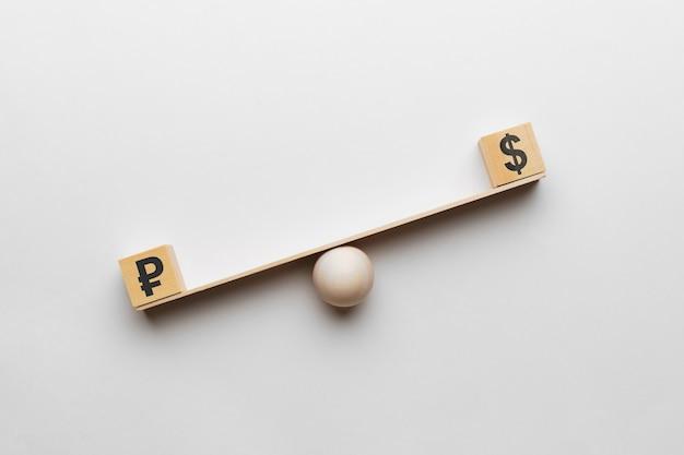Il dollaro supera i rubli sulla bilancia.
