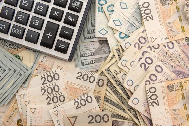 Zloty del dollaro e concetto di affari della calcolatrice, concetto di scambio