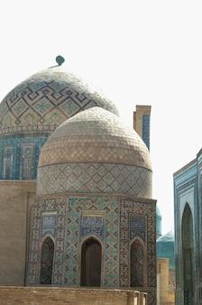Cupole e torri del registan a samarcanda. architettura antica dell'asia centrale