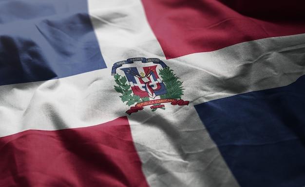 La bandiera della repubblica dominicana arruffa vicino su