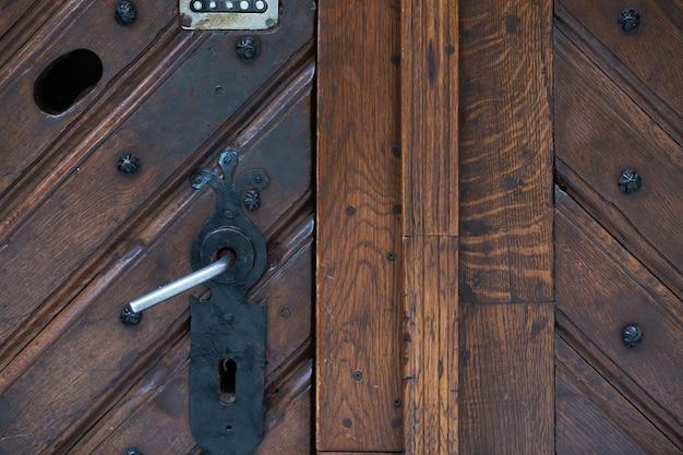 Maniglia della porta con serratura a combinazione. primo piano