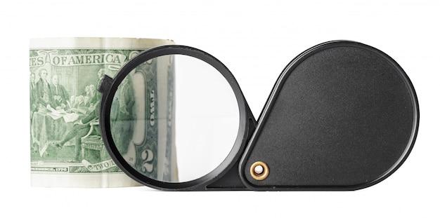 Affare di doppia esposizione con lo zoom della lente d'ingrandimento e fuoco sulla finanza di idea dei soldi delle monete