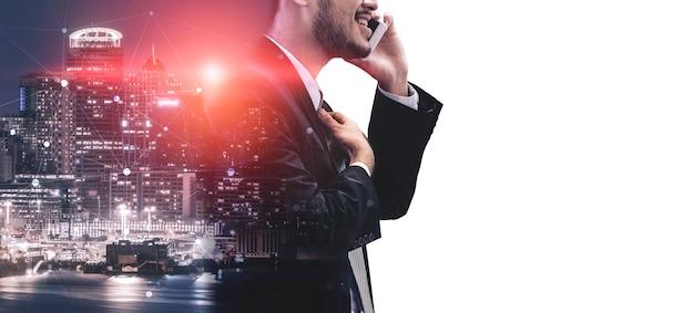Immagine a doppia esposizione del concetto di tecnologia di rete di comunicazione aziendale