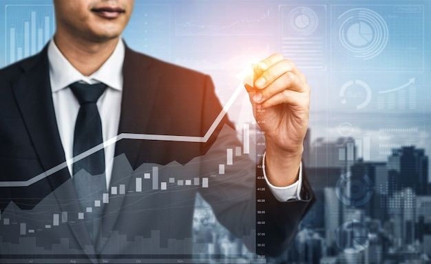 Immagine a doppia esposizione di affari e finanza - uomo d'affari con grafico di report fino alla crescita degli utili finanziari degli investimenti in borsa
