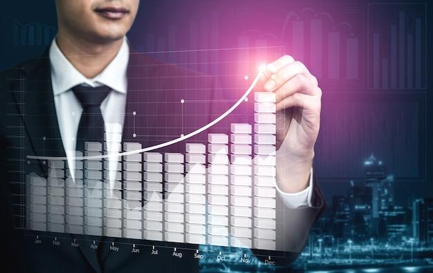 Immagine a doppia esposizione di affari e finanza - uomo d'affari con grafico di report fino alla crescita dei profitti finanziari degli investimenti in borsa.