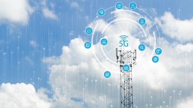 Doppia esposizione della torre di telecomunicazioni di 4g e 5g
