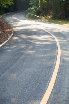 Giù una strada curva