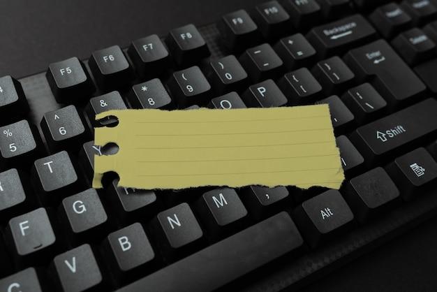 Download del concetto di documenti, caricamento della pubblicazione di nuovi file su internet, diffusione della presenza di aziende informatiche, raccolta di informazioni, attività di navigazione in chat su internet