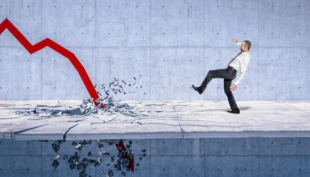 Freccia verso il basso che distrugge il pavimento, uomo che lotta per tenersi in equilibrio. concetto di crisi finanziaria