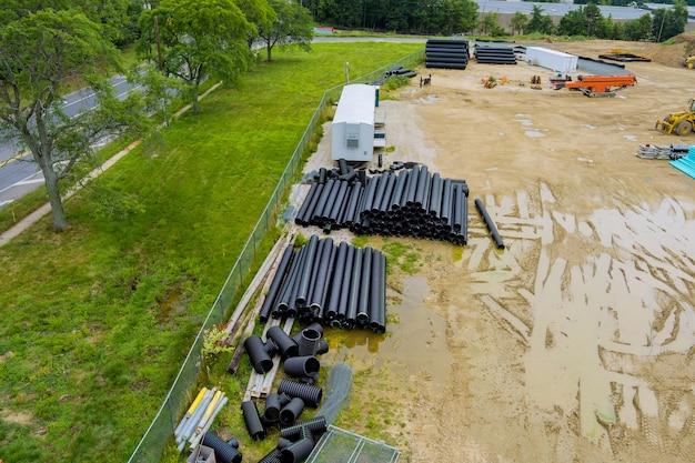 Il sistema di tubi di drenaggio per la posa di utenze sotterranee da tubi neri di fognatura
