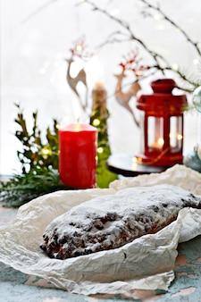 Stollen di natale di dresda. delizioso dessert natalizio festivo.