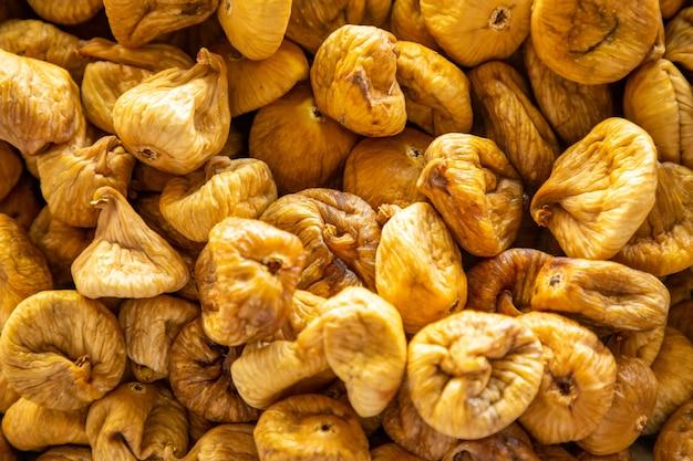 Fichi secchi per la vendita nel mercato turco ad antalya in turchia