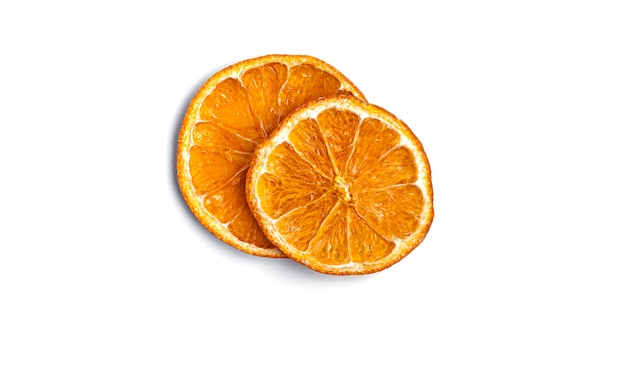 Arancia secca su bianco