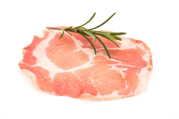 Fette di carne di maiale essiccate. delicatess.