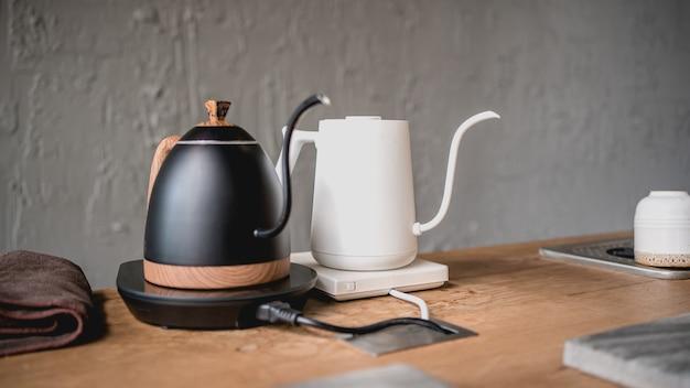 Bollitore del caffè del gocciolamento sulla stufa