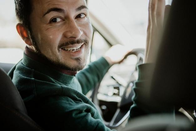 Autista che parla con un passeggero