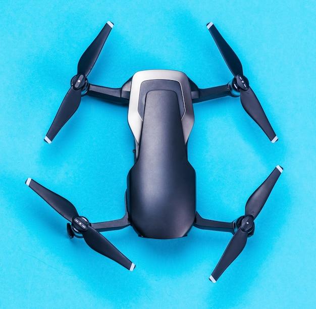 Drone su sfondo blu