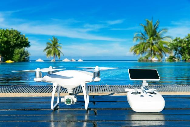 Elicottero quad drone con fotocamera digitale ad alta risoluzione
