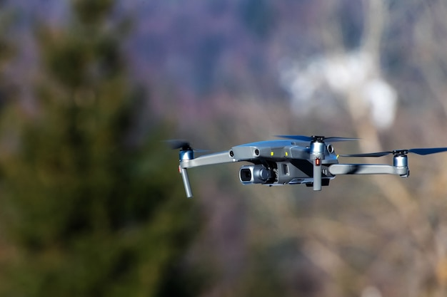 Quadricottero drone con fotocamera digitale