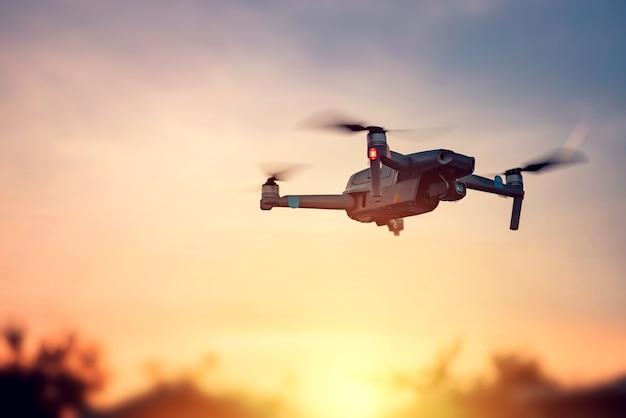 Drone nel tramonto