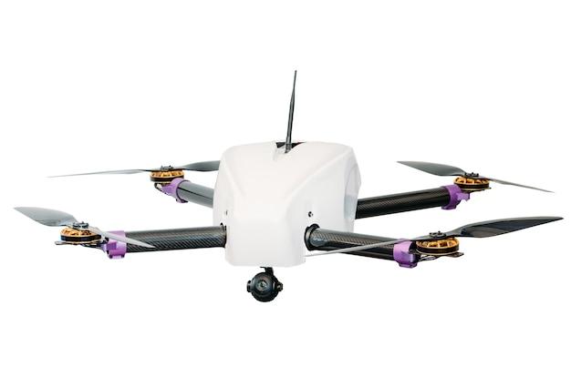 Drone con quattro viti isolare su sfondo bianco.
