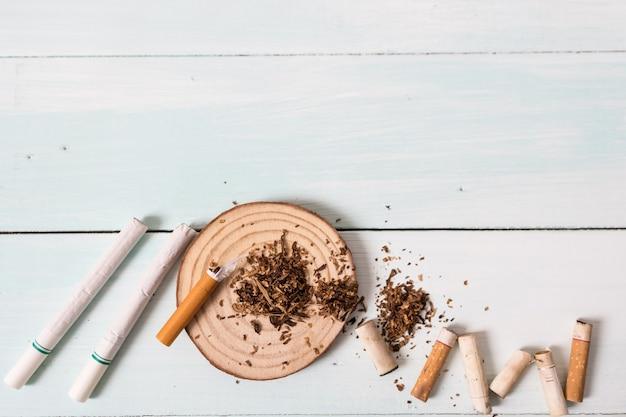 Droghe che distruggono il concetto di famiglia. smetti di fumare per tutta la vita sul concetto di giornata mondiale senza tabacco. giornata mondiale senza tabacco. Foto Premium