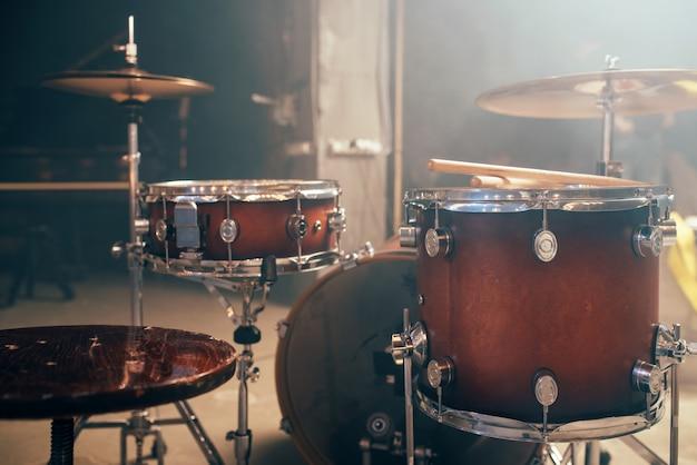 Drum-kit, drum-set, strumento a percussione