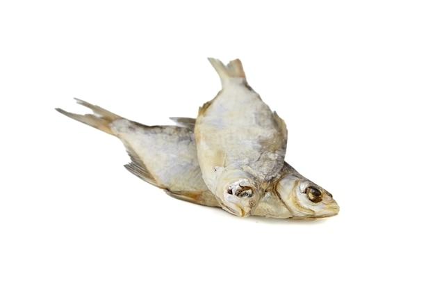 Pesce secco isolato su bianco