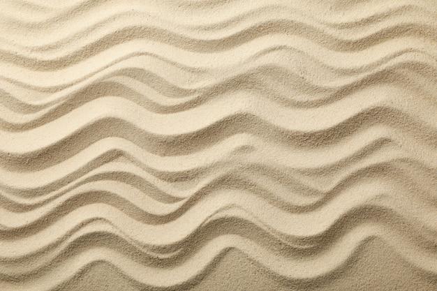 Sabbia di mare asciutta con onde. estate. vacanza