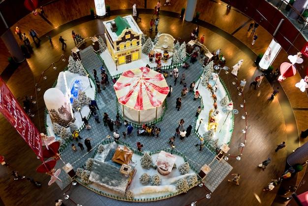 Centro commerciale di dubai il giorno di natale