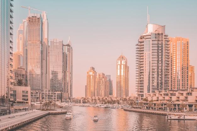 Dubai marina al tramonto, emirati arabi uniti