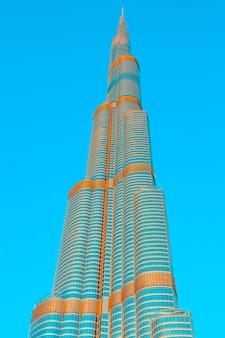 Dubai, emirati arabi uniti - 27 novembre: burj khalifa il 27 novembre 2014 a dubai, emirati arabi uniti. burj khalifa è attualmente l'edificio più alto del mondo, a 829,84 m (2,723 piedi).