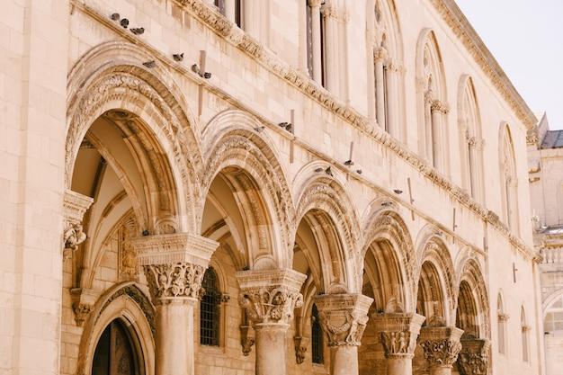 Dubrovnik croazia maggio il palazzo principesco è un museo del palazzo gotico e rinascimentale del secolo scorso
