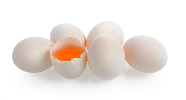Uova di anatra su bianco