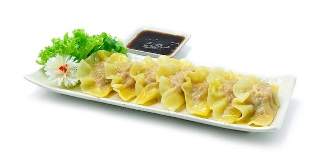 Gnocchi mundu salsa di soia servita in stile cinese bollito o cotto a vapore in stile coreano