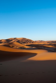 Dunas amanecer desierto merzouga verticale
