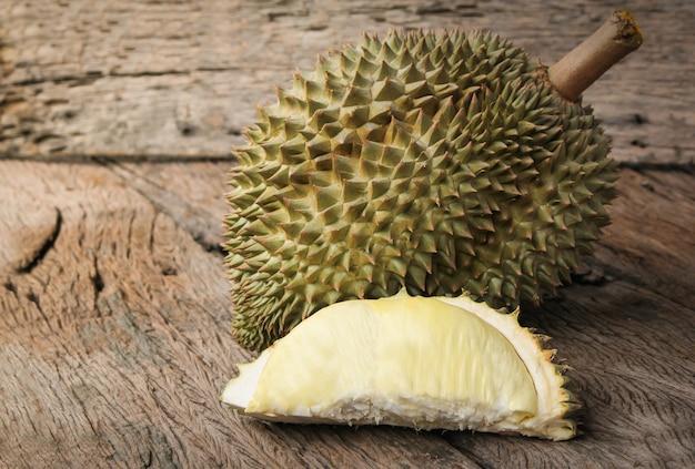 Durian stagionato e fresco