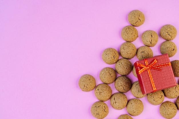 Cartolina d'auguri di sinterklaas per le vacanze olandesi. sfondo di san nicola con cibo tradizionale