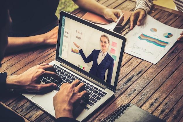 E-learning e concetto di riunione di presentazione aziendale online.