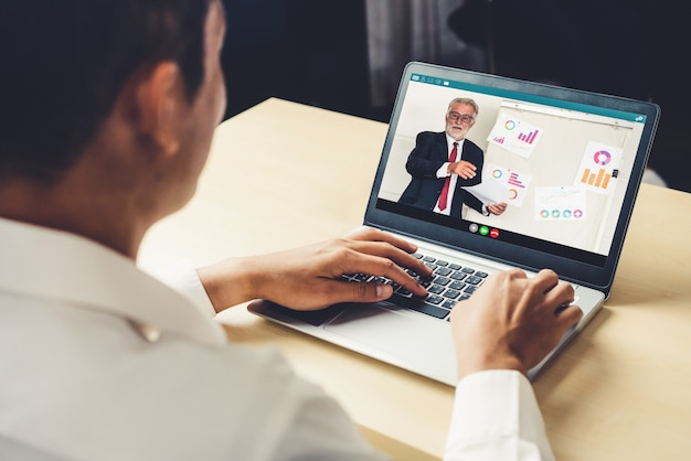 E-learning e concetto di riunione di presentazione di affari online.