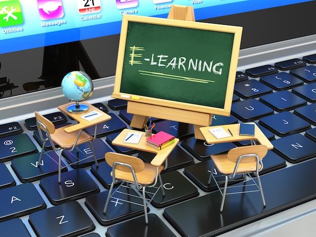 E-learning, concetto di formazione online. lavagna e banchi di scuola sulla tastiera del computer portatile. 3d