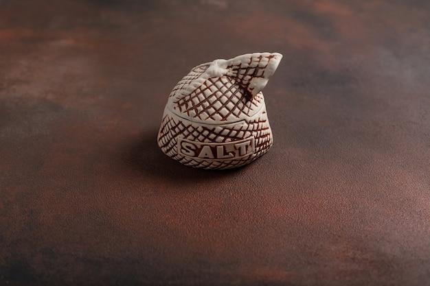 Terraglia per spezie con la scritta sale