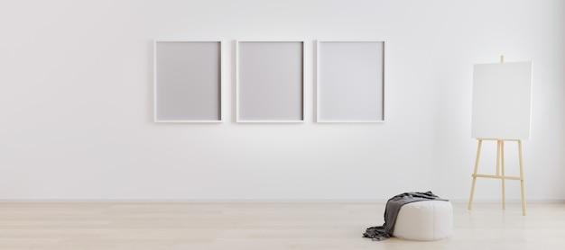 Cavalletto con tela nella luminosa stanza bianca con tre cornici vuote per mockup. spazio di lavoro dell'artista. stanza vuota vuota con tre cornici vuote per mockup. camera con pareti bianche e pavimento in legno. rendering 3d