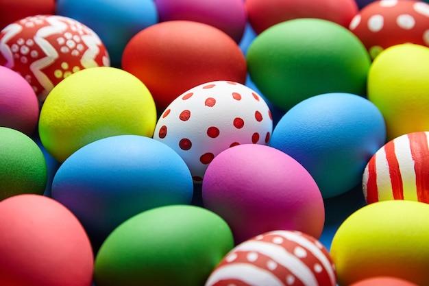Sfondo colorato di uova di pasqua
