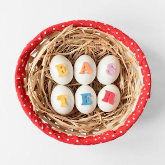 Uova di pasqua scritte con lettere colorate