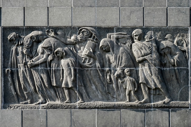 Lato orientale monumento al 70° anniversario della rivolta del ghetto di varsavia a varsavia