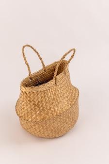 Cestino del sacchetto di eco isolato