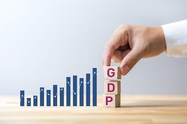 Concetti di economia con pianificazione finanziaria e degli investimenti aziendali in crescita del pil