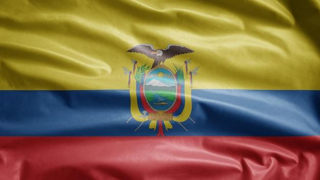 Ecuadoriana sventola bandiera al vento