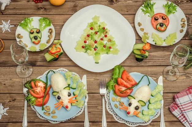 Albero di natale commestibile, ratti commestibili - un simbolo del 2020 e cervi natalizi dalle verdure per il nuovo anno festivo